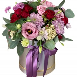 Box of Eustoma, Spray roses, Chrysanthemums