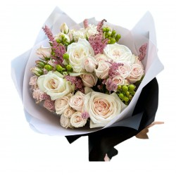 Bouquet of Roses, Spray Roses, Hypericum