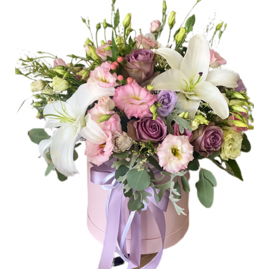 Box Medium of Lilies Oriental, Eustoma and Roses
