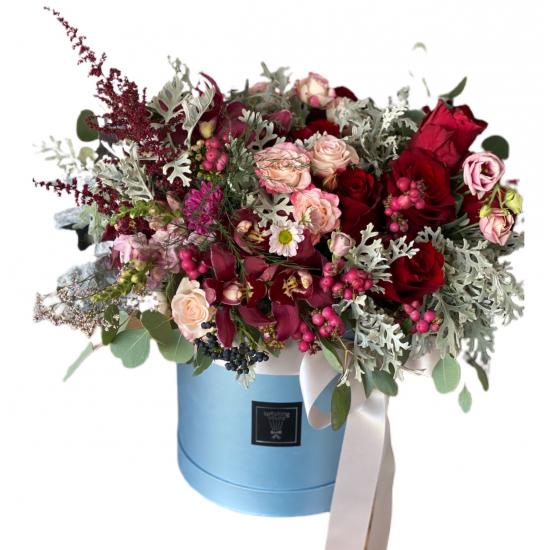 Box of Eustoma and spray roses